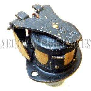5D/525 - Socket, Type A Brass, 5 Pole, unscreened Please note all our stock of these sockets have paint areas absent. The basic item is sound and probably unsued, but will require painting and cleaning to regain its new look.