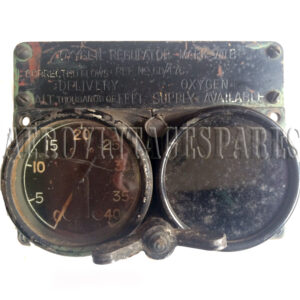 Oxygen regulator mark VIII B.  Ref no; 6D/476. Dated: 1939 Free replacement glass offered for 'Oxygen Supply Available' dial.